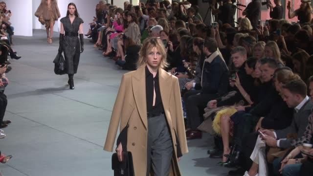 models walk the runway at michael kors february 2017 new york fashion week at spring studios on february 15 2017 in new york city - 2017 bildbanksvideor och videomaterial från bakom kulisserna