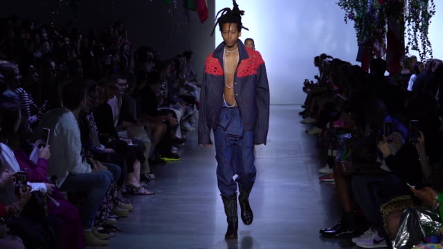 models walk the runway at prabal gurung - runway - september 2019 nyfw at gallery i at spring studios on september 08, 2019 in new york city. - ニューヨークファッションウィーク点の映像素材/bロール