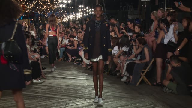 vídeos de stock, filmes e b-roll de models walk the runway at tommy hilfiger - september 2016 - new york fashion week at pier 16, south street seaport on september 09, 2016 in new york... - tommy hilfiger grife de moda