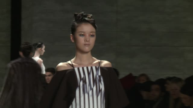 models walk the runway during bibhu mohapatra - fall 2015 mercedes-benz fashion week at the pavilion at lincoln center on february 18, 2015 in new... - 既製服点の映像素材/bロール