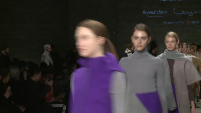 stockvideo's en b-roll-footage met models walk the runway during concept korea fall 2015 mercedesbenz fashion week at the pavilion at lincoln center on february 13 2015 in new york city - concept korea mode