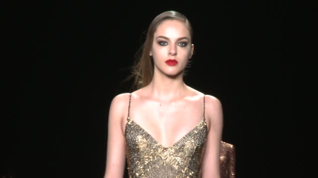 models walk the runway during monique lhuillier - fall 2015 mercedes-benz fashion week at the theater at lincoln center on february 13, 2015 in new... - 既製服点の映像素材/bロール