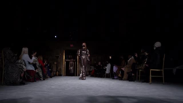 models walk the runway during the christian siriano fw2021 nyfw show at gotham hall on february 25, 2021 in new york city. - ニューヨークファッションウィーク点の映像素材/bロール