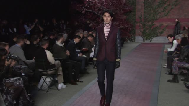 vídeos de stock, filmes e b-roll de models walk the runway wearing tommy hilfiger fall 2012 collection during mercedes-benz fashion week fall 2012 on in new york, ny. - tommy hilfiger grife de moda