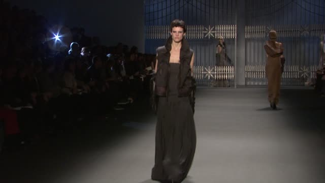 models walk the runway wearing vera wang fall 2011 collection during mercedes-benz fashion week fall 2011 at the vera wang - fall 2011 mbfw at new... - fashion collection stock videos & royalty-free footage