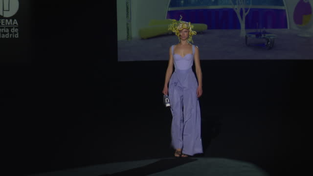 models walks the runway at the dominnico fashion show during mercedes benz fashion week madrid spring/summer 2021 at ifema on september 11, 2020 in... - パタンナー点の映像素材/bロール