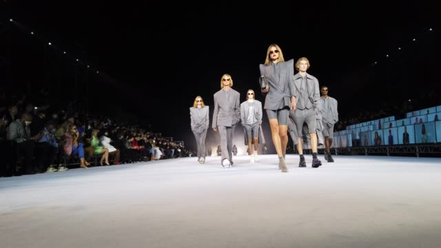 models walks the runway during the balmain ready to wear spring/summer 2021 fashion show as part of paris fashion week on september 30, 2020 in... - catwalk stock videos & royalty-free footage