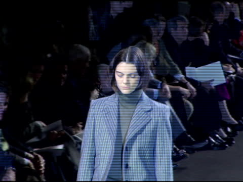models wearing marc jacobs fall 2006 at the olympus fashion week fall 2006 marc jacobs arrivals and runway at new york state armory in new york, new... - デザイナー マーク・ジェイコブス点の映像素材/bロール