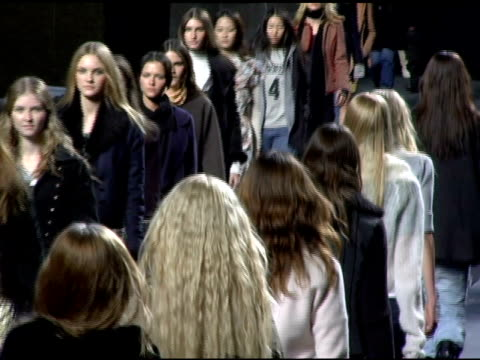 stockvideo's en b-roll-footage met models wearing marc jacobs fall 2006 during rehearsal at the olympus fashion week fall 2006 marc jacobs arrivals and runway at new york state armory... - louis vuitton modelabel
