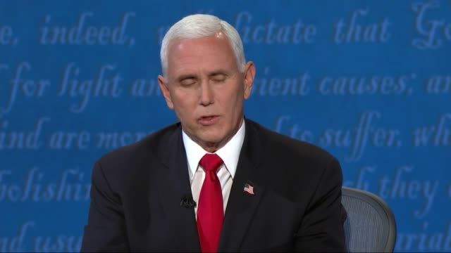 vidéos et rushes de moderator susan page asks vice president mike pence in televised debate with california senator kamala harris if he believed scientific community at... - salt lake city