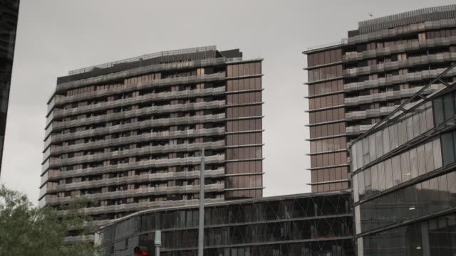 ms modern apartment buildings in docklands, melbourne, victoria, australia - campo totale video stock e b–roll