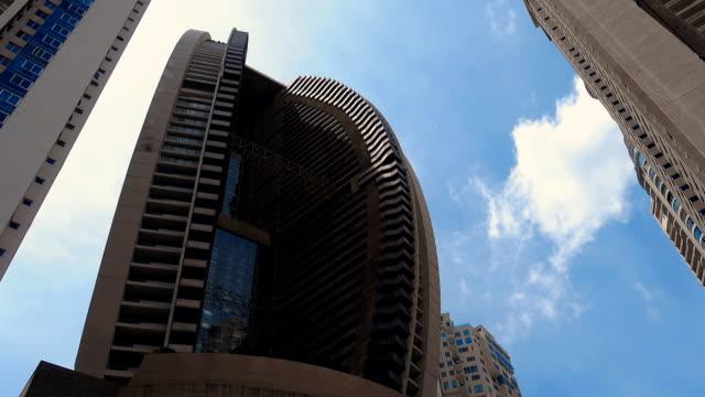 モダンな超高層ビルの建築デザインから - パナマ点の映像素材/bロール