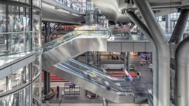 modern berlin central train station scene with dynamic trains and passengers timelapse - station stock-videos und b-roll-filmmaterial