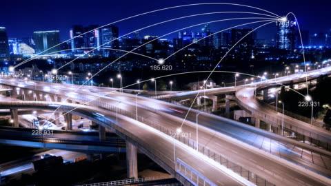 edifici moderni nel centro della moderna città intelligente nel cielo nuvoloso. accelleratore - intelligence video stock e b–roll