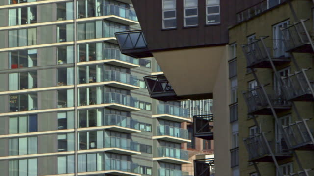 ms ds modern buildings / london, england, united kingdom - balcony stock videos & royalty-free footage