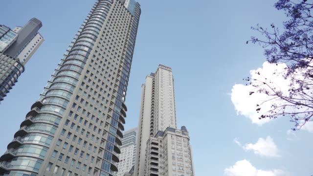 vídeos de stock e filmes b-roll de modern business buildings in buenos aires - vista de baixo para cima