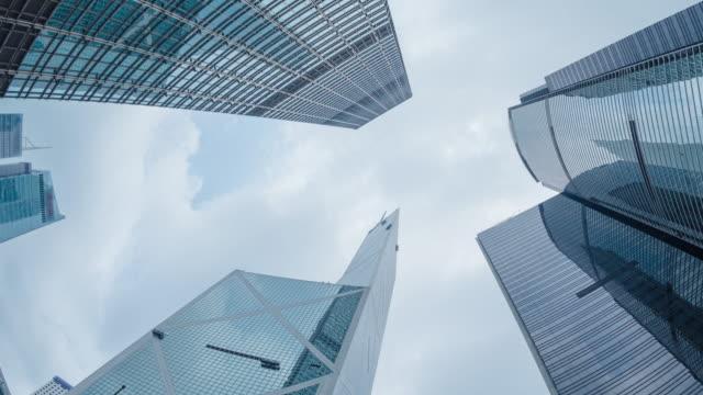 現代のビジネス建物と青い空。 - 金融関係施設点の映像素材/bロール