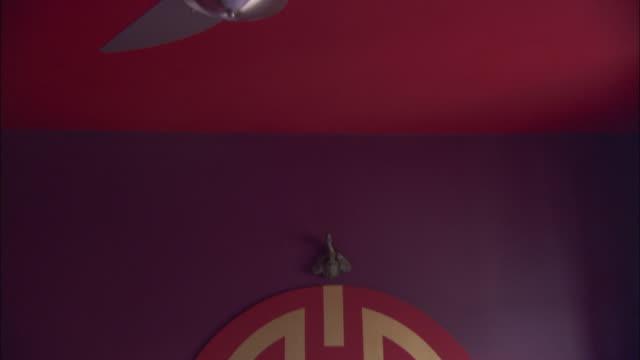 vídeos de stock, filmes e b-roll de a modern ceiling fan hangs in a la maison hotel room in rio de janeiro. - ventilador de teto