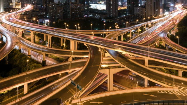 stockvideo's en b-roll-footage met tl ws ha modern city elevated road with high-speed vehicles at night / shanghai, china - tweebaansweg