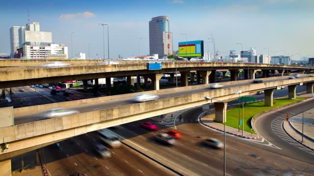 stockvideo's en b-roll-footage met modern city - commercieel landvoertuig