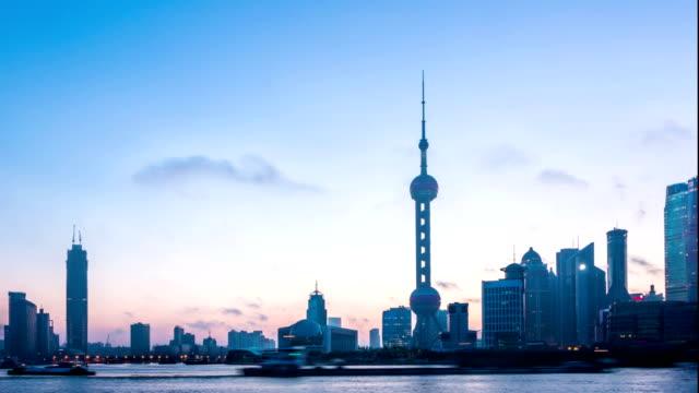 Moderne Stadt und die skyline von Shanghai bei Nacht in den Tag übergeht, timelapse.