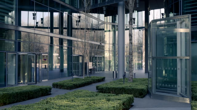 moderne corporate office buildings - bürogebäude stock-videos und b-roll-filmmaterial