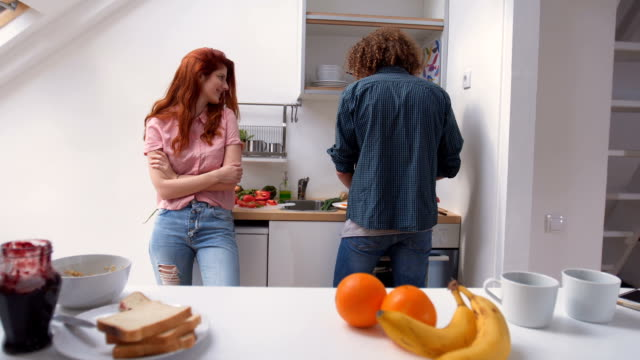 modern couple cooking together in kitchen - 25 29 ans stock videos & royalty-free footage
