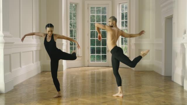vidéos et rushes de modern dance - souplesse