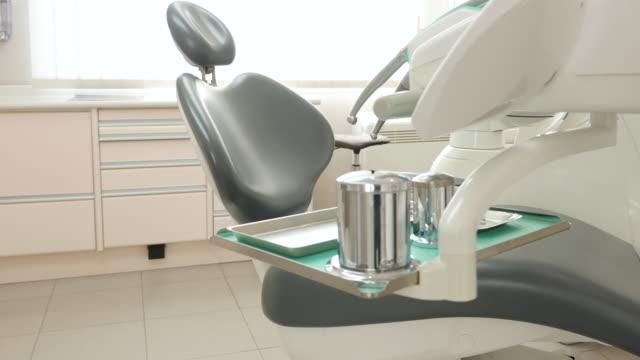 vidéos et rushes de cabinet dentaire moderne - groupe d'objets