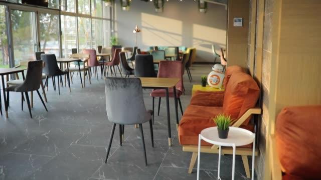 vidéos et rushes de café vide moderne - hall d'accueil