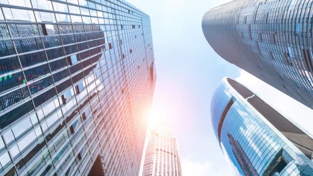 現代の金融ビルと株式取引のコンセプト - beijing点の映像素材/bロール