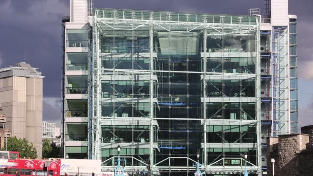 modern glass fronted office block next to tower bridge, london, uk. - glass material stock videos & royalty-free footage