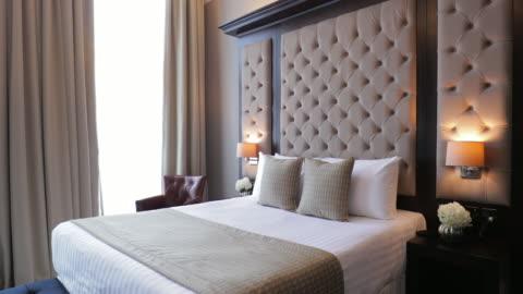moderna hotel sovrum inredning - boningsrum bildbanksvideor och videomaterial från bakom kulisserna