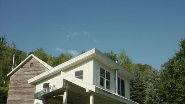 stockvideo's en b-roll-footage met ws td modern house, bovina center, new york, usa - vrijstaand huis