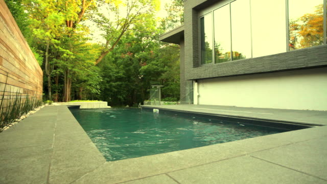 modern house exterior - infinity pool stock videos & royalty-free footage