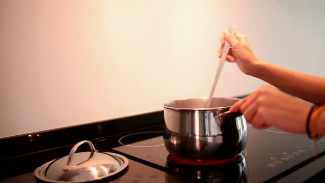 vidéos et rushes de nos chefs de cuisine moderne et animé - mélanger