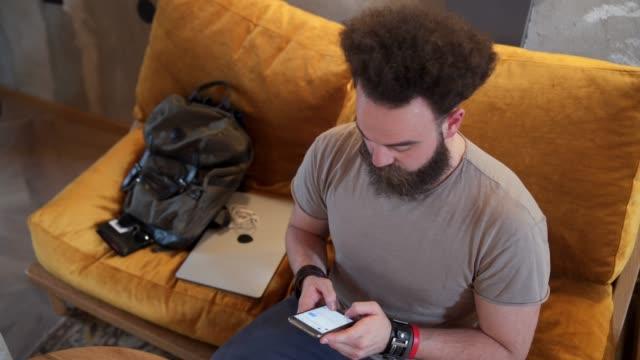 vídeos de stock e filmes b-roll de modern man checking his social media - masculinidade moderna