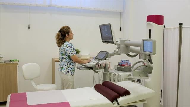 vídeos de stock, filmes e b-roll de dispositivo médico moderno - ultrassom 3d