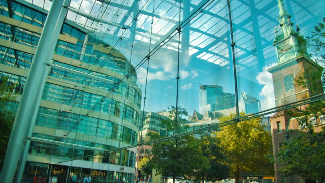 modern office building. all hallows by the tower church. museum. tree. reflaction - facciata video stock e b–roll