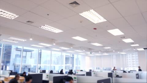 vídeos y material grabado en eventos de stock de interiores de oficinas modernas - centro de llamadas
