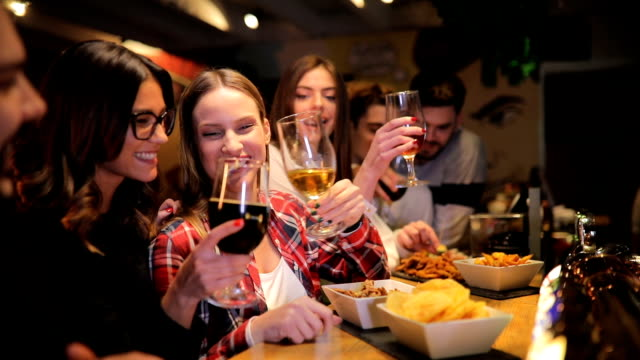 persone moderne al bar - bar video stock e b–roll