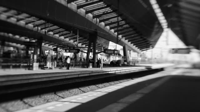 modern railway station architecture, amsterdam bijlmer arena - järnvägsperrong bildbanksvideor och videomaterial från bakom kulisserna