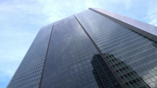 LA Modern skyskrapa med hissar av glas