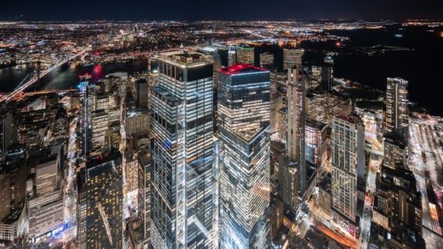 t/l ws ha modern skyscrapers in lower manhattan at night / new york city, usa - inquadratura fissa video stock e b–roll
