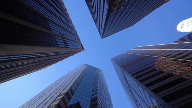 vídeos y material grabado en eventos de stock de ws la moderna rascacielos en lower manhattan/nueva york, estados unidos - vista ascendente