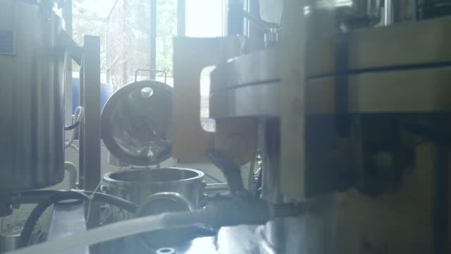 近代的な技術産業機器。 - 食品工場点の映像素材/bロール