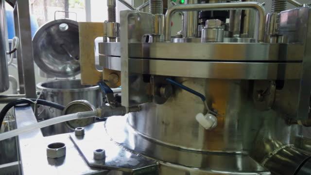 近代的な技術産業機器。 - ステンレス点の映像素材/bロール