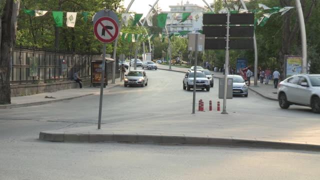 modern traffic in ankara, turkey - 中東点の映像素材/bロール
