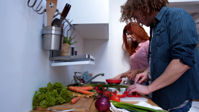 modern young couple cooking together - 25 29 ans stock videos & royalty-free footage