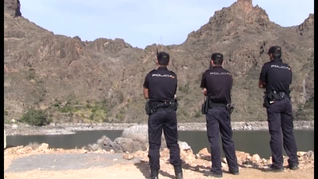mogan , 11 may .- spanish rescue teams in the canary islands are to continue on friday their search for a missing danish tourist who was last seen... - 大西洋諸島点の映像素材/bロール